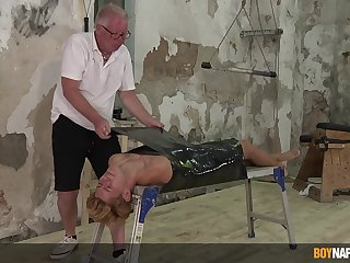 Deep BDSM gay porn shows grandpa working pretty nasty