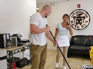 Wild fucking uninterruptedly a large gumshoe chap increased by hot Latina maid Sophia Leone