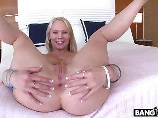 Dakota James knows how to fuck my cock