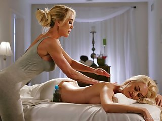 Mature lesbian masseuse Brandi Love gives a cunnilingus thither young client