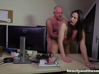Old guy puts his large dick in a wet pussy of Carla Crouz