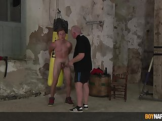 Intense well-pleased BDSM with a duteous twink